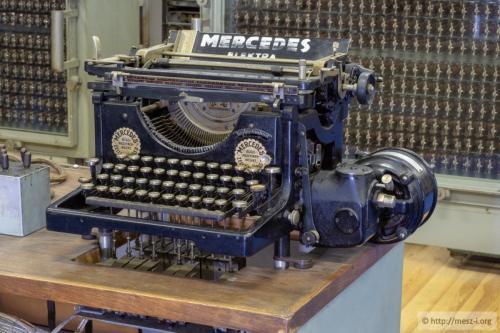 A kimeneti egység: egy nyomtatóvá átalakított elektromos írógép
